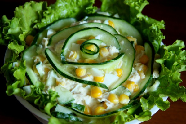 салат крабовый с кукурузой и огурцом