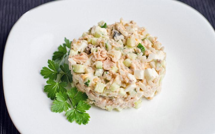 Диетический салат с горбушей консервированной рецепт с