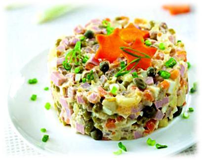 Классический рецепт зимнего салата с вареной колбасой