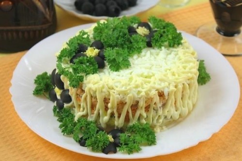Постные блюдо салаты с консервами в майонезе