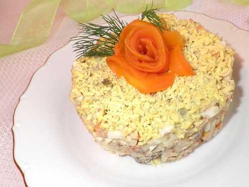 салат из рыбной консервы сардины