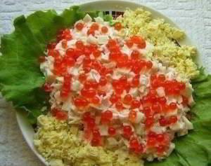 Морской салат с кальмарами и крабовыми палочками