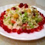 Салат с креветками и пекинской капустой (с гранатом)