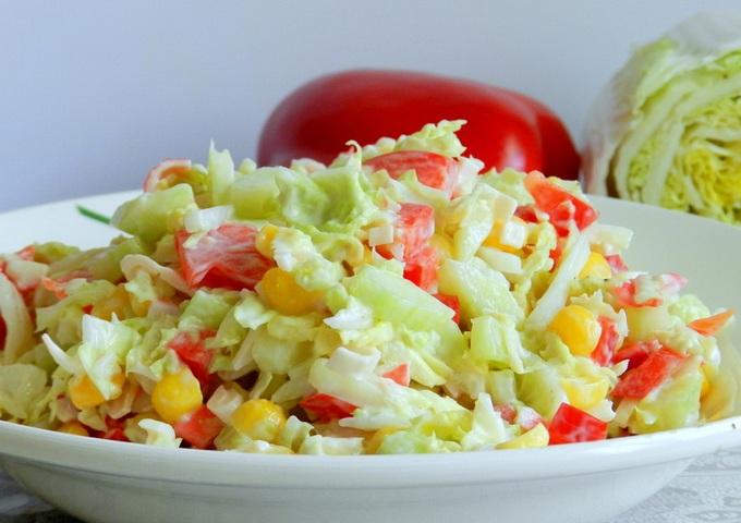 Салат из красной капусты с крабовыми палочками