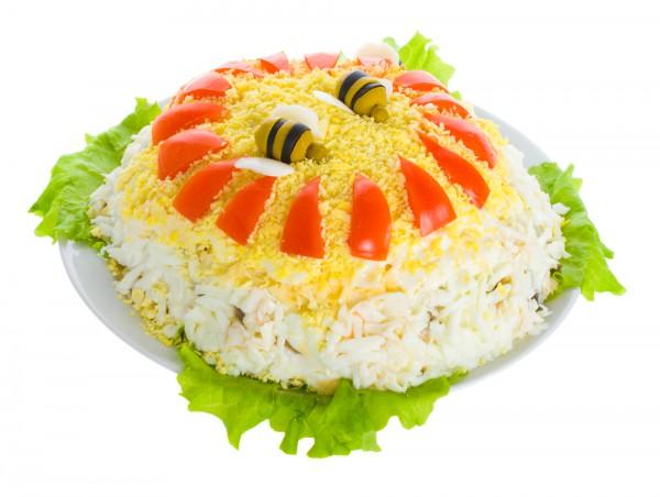 салат слоеный с креветками и крабовыми палочками