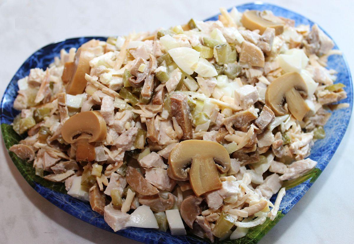салат с маринованными огур