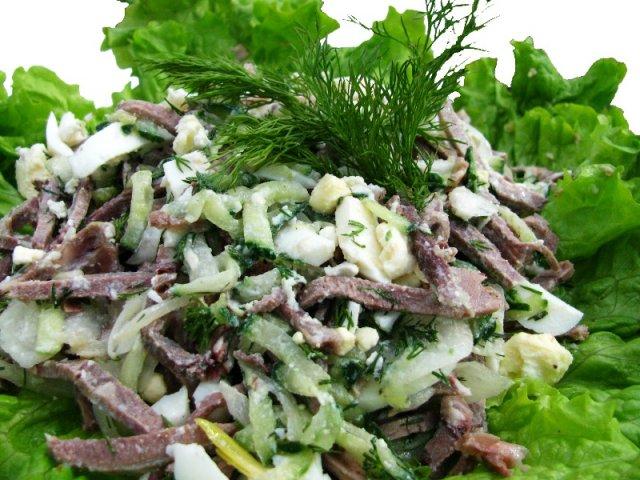 Рецепт салата с говядиной и маринованными огурцами