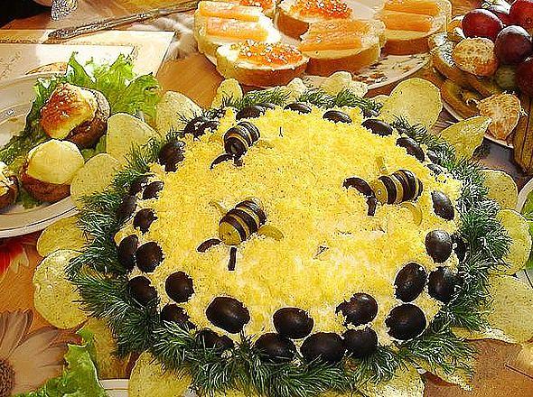 Классический рецепт салата подсолнух с чипсами