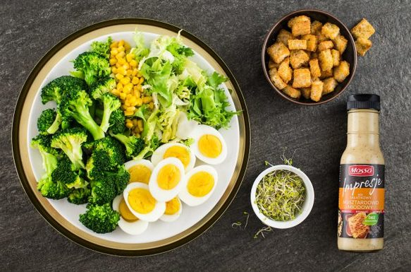 Салат с яйцом и брокколи