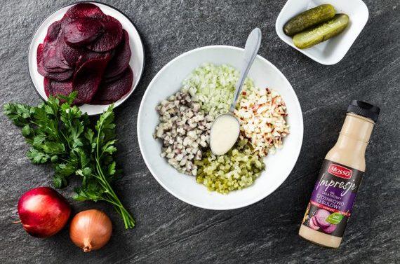 salat-iz-seldi-v-lodochkah-iz-svekly