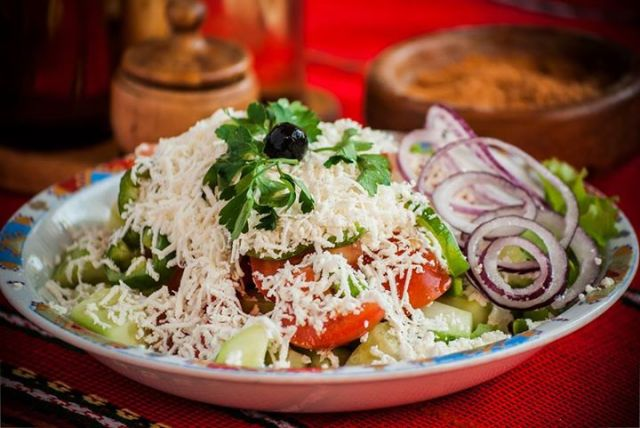 Шопский салат классический