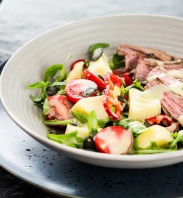 salat-iz-govyadiny-s-sousom-vasabi
